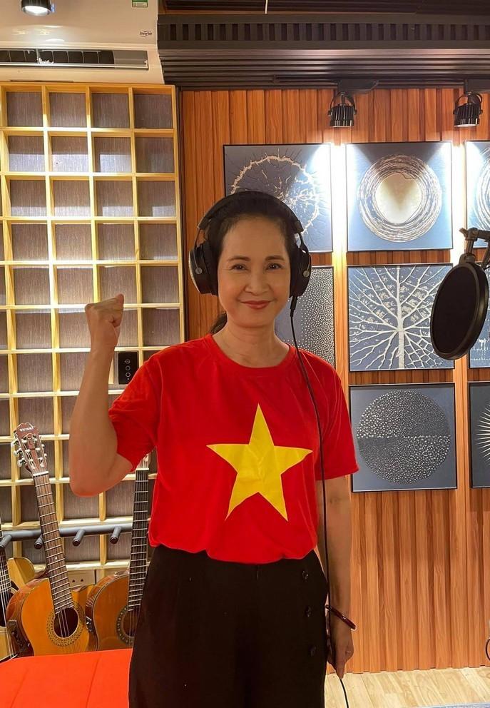 Sao Việt 07/6; Bảo Thanh rạng rỡ bên con gái một tháng tuổi-7