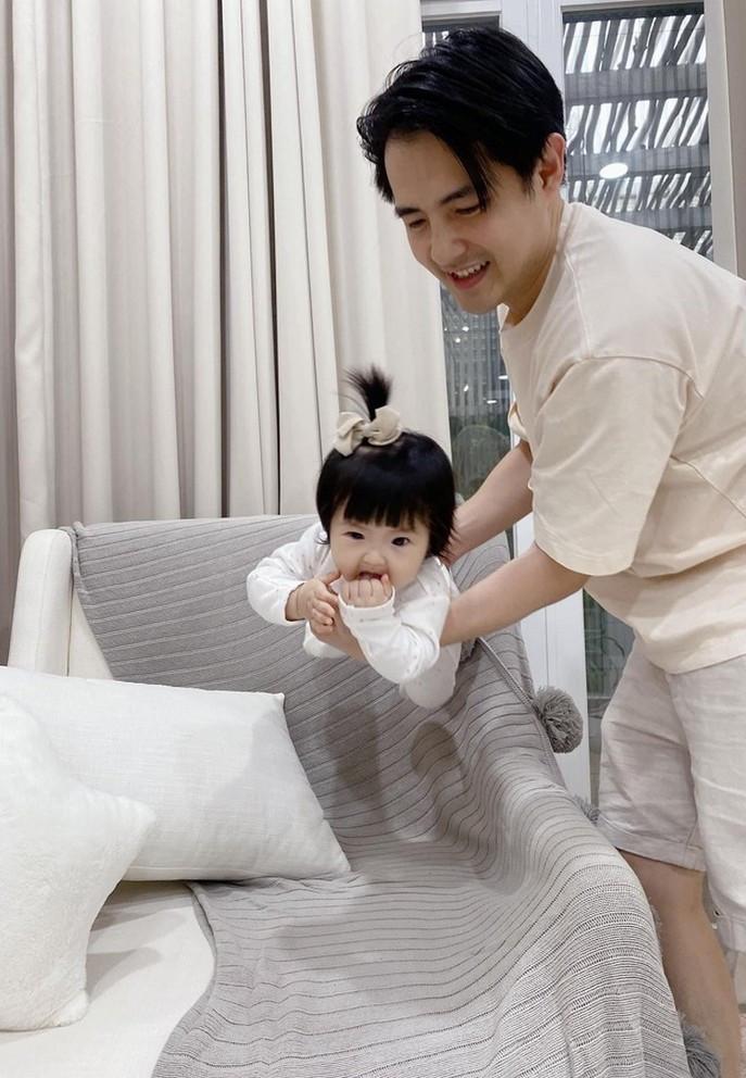 Sao Việt 07/6; Bảo Thanh rạng rỡ bên con gái một tháng tuổi-9
