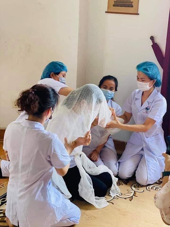 Bố mất, nữ điều dưỡng không thể về, bệnh viện lập bàn thờ trong khu cách ly-2