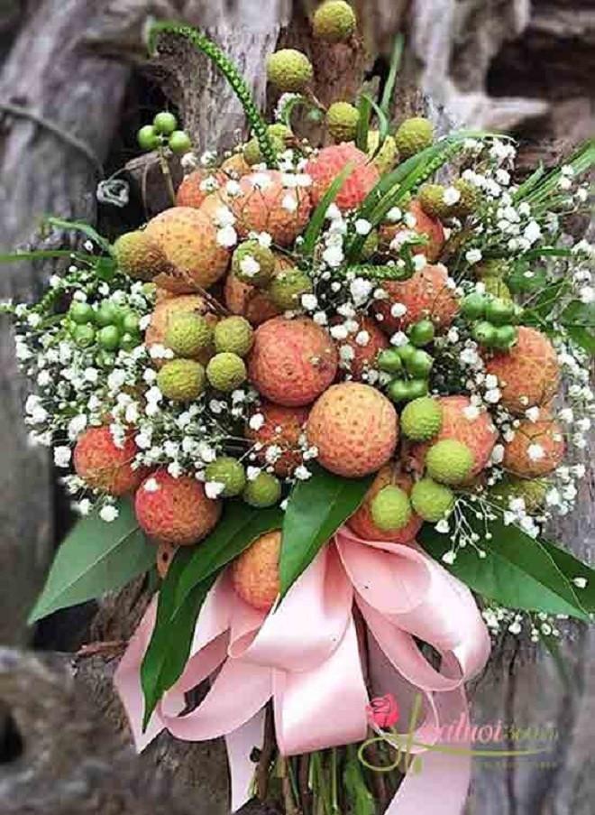 Độc lạ bó hoa vải thiều giá hơn nửa triệu đồng-1
