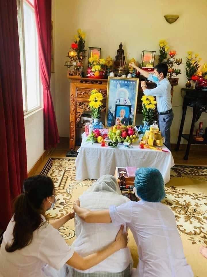 Bố mất, nữ điều dưỡng không thể về, bệnh viện lập bàn thờ trong khu cách ly-3