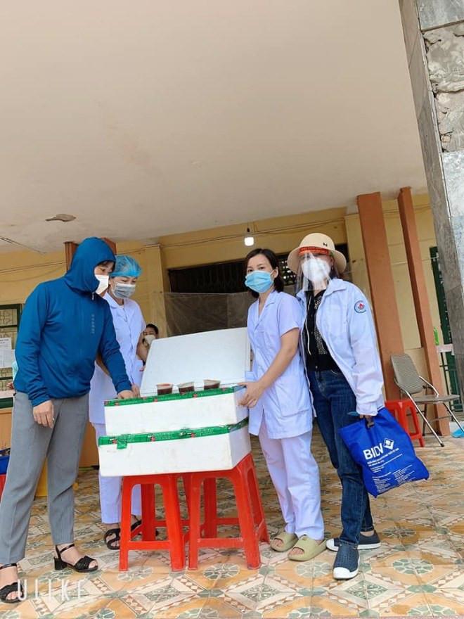 9X Hà Nội giúp đỡ người dân vùng dịch: Nghĩ đến hàng nghìn cốc chè, súp... mà tôi mất ngủ-8