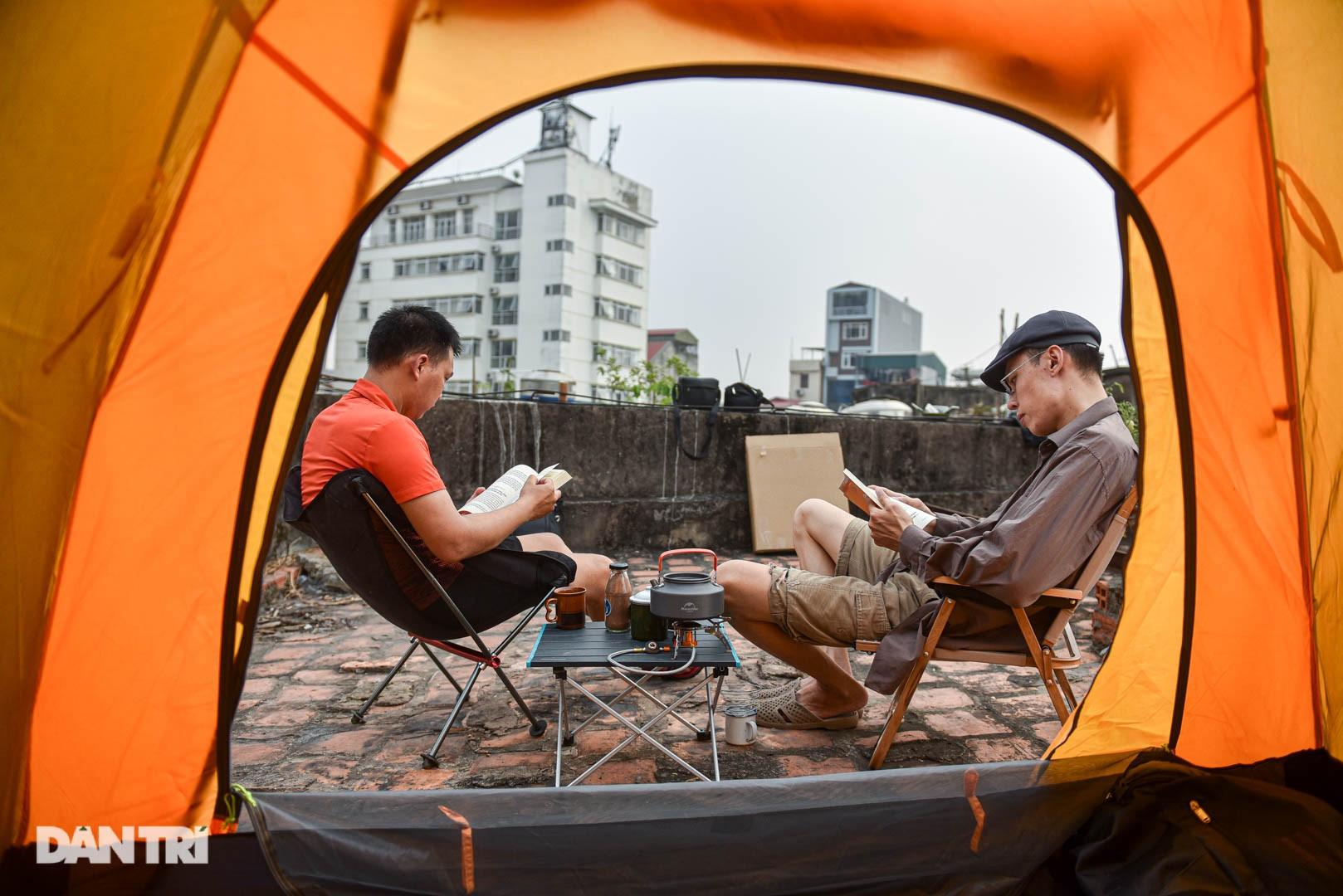 Thèm du lịch, giới trẻ đầu tư cắm trại tại gia: Chỉ ngắm nóc nhà vẫn vui-9