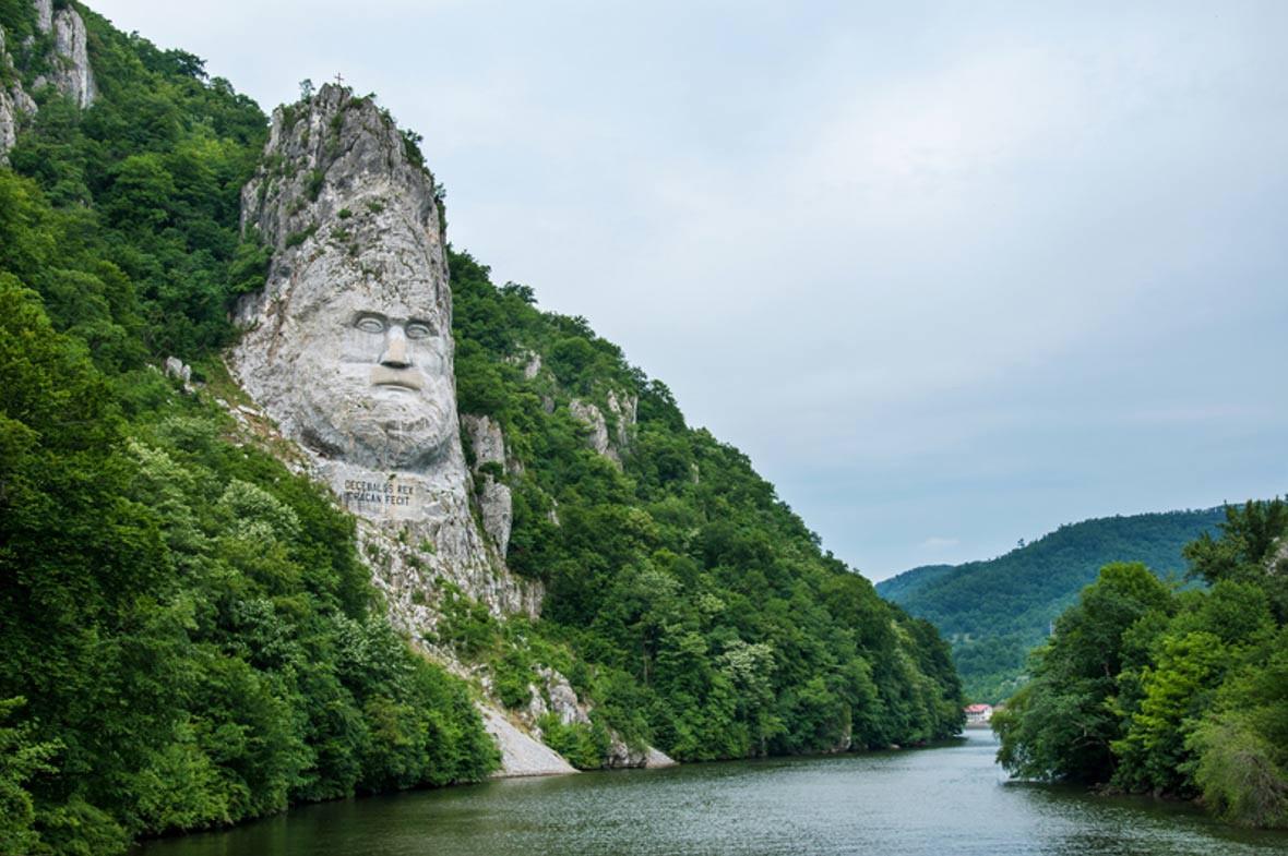 Ấn tượng với khối đá khủng khắc hình gương mặt Nhà vua-2
