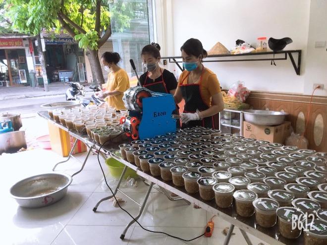 9X Hà Nội giúp đỡ người dân vùng dịch: Nghĩ đến hàng nghìn cốc chè, súp... mà tôi mất ngủ-3