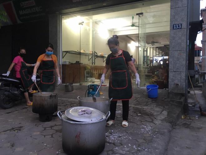 9X Hà Nội giúp đỡ người dân vùng dịch: Nghĩ đến hàng nghìn cốc chè, súp... mà tôi mất ngủ-4