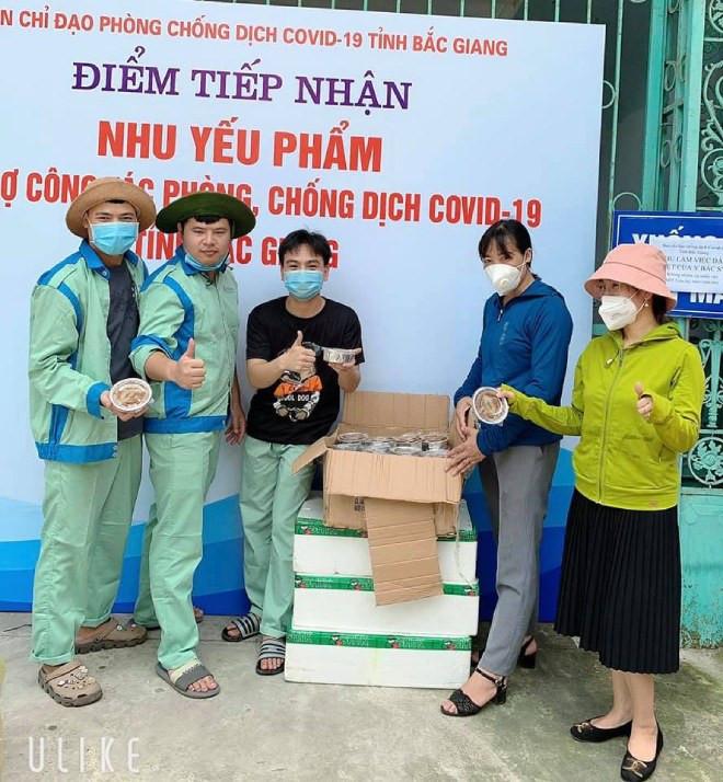 9X Hà Nội giúp đỡ người dân vùng dịch: Nghĩ đến hàng nghìn cốc chè, súp... mà tôi mất ngủ-9