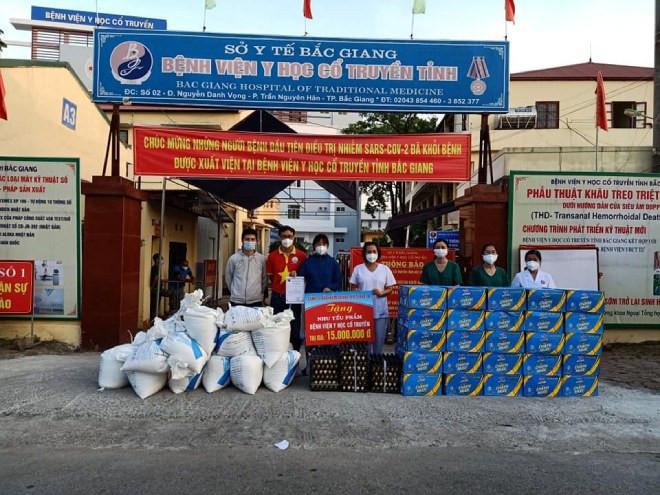 9X Hà Nội giúp đỡ người dân vùng dịch: Nghĩ đến hàng nghìn cốc chè, súp... mà tôi mất ngủ-7