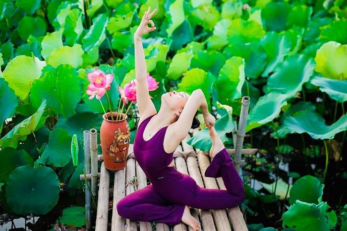 Mãn nhãn với tư thế yoga bên sen của người đẹp U47 tại Thái Bình-4