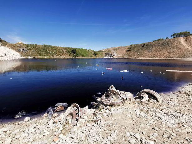 Hồ nước xanh ngắt tuyệt đẹp nhưng bạn cần tránh xa vì lý do này-2