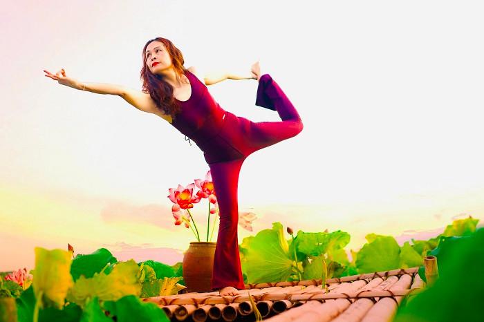 Mãn nhãn với tư thế yoga bên sen của người đẹp U47 tại Thái Bình-2