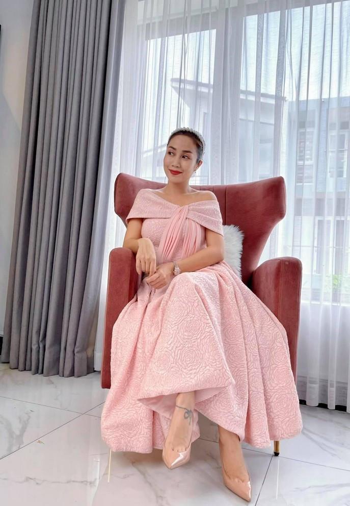 Diva Hồng Nhung tạo dáng vũ công ba lê-9