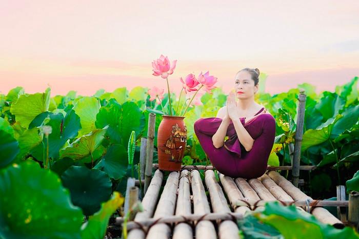 Mãn nhãn với tư thế yoga bên sen của người đẹp U47 tại Thái Bình-1