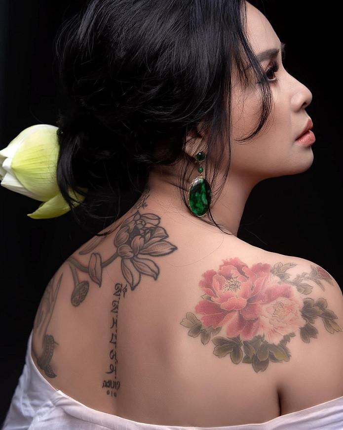 Ngắm người đàn bà đẹp Thanh Lam bên hoa sen-4