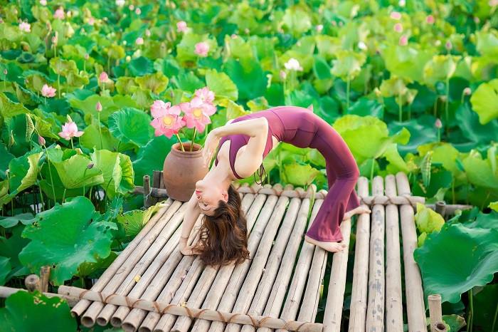 Mãn nhãn với tư thế yoga bên sen của người đẹp U47 tại Thái Bình-5