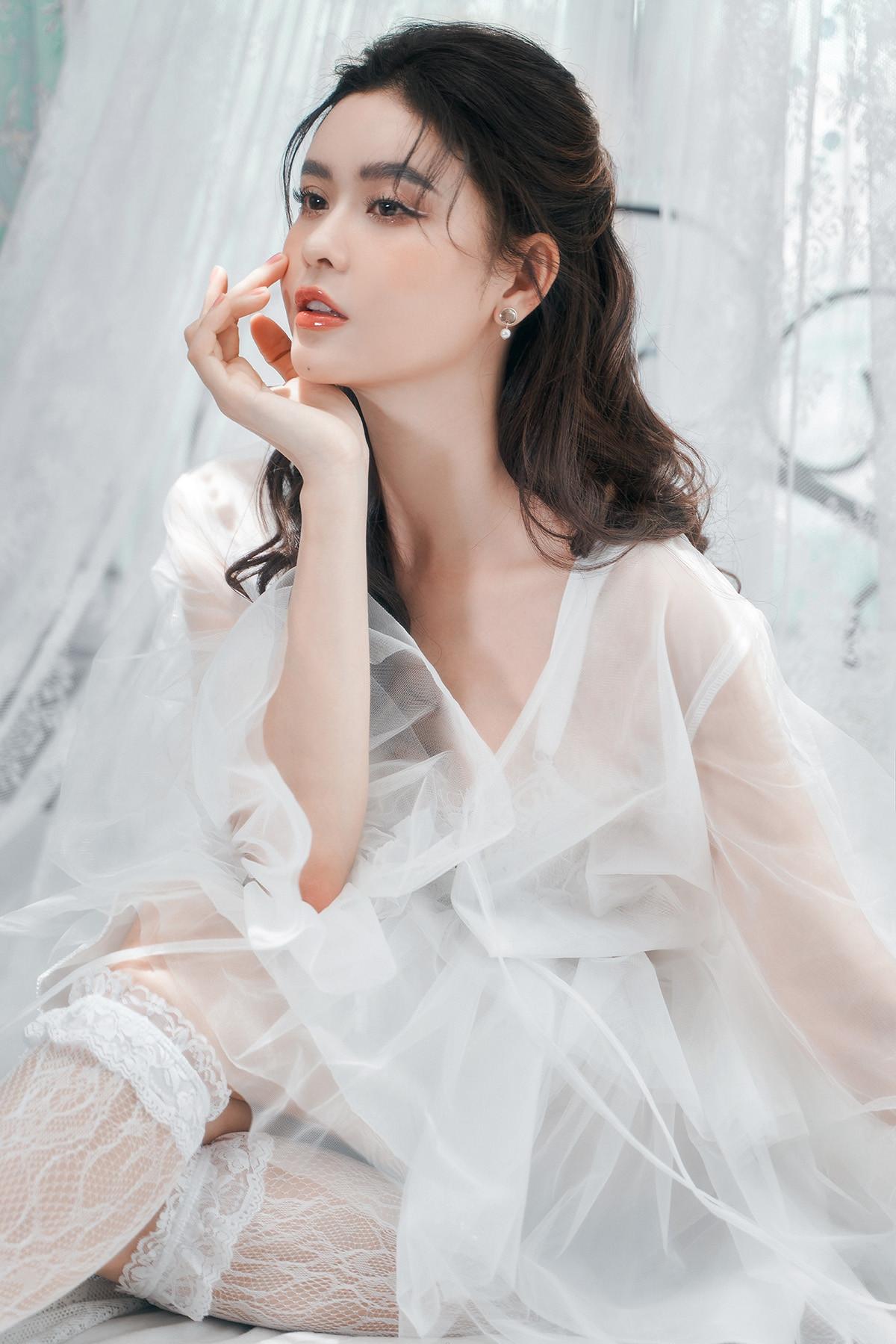 Trương Quỳnh Anh đẹp mong manh trong bộ ảnh mới-11