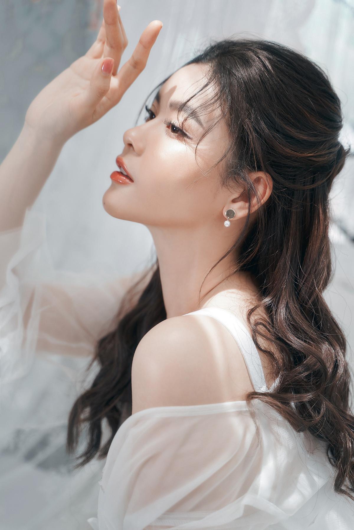 Trương Quỳnh Anh đẹp mong manh trong bộ ảnh mới-9