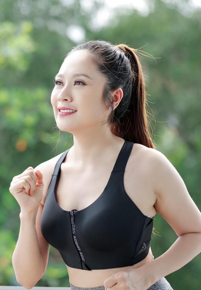 Sao Việt 11/6; Hoa hậu Đặng Thu Thảo viên mãn bên chồng đại gia và 2 con-12