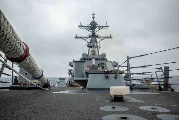tàu khu trục trang bị tên lửa dẫn đường USS Curtis Wilbur. (Nguồn: Hải quân Mỹ)