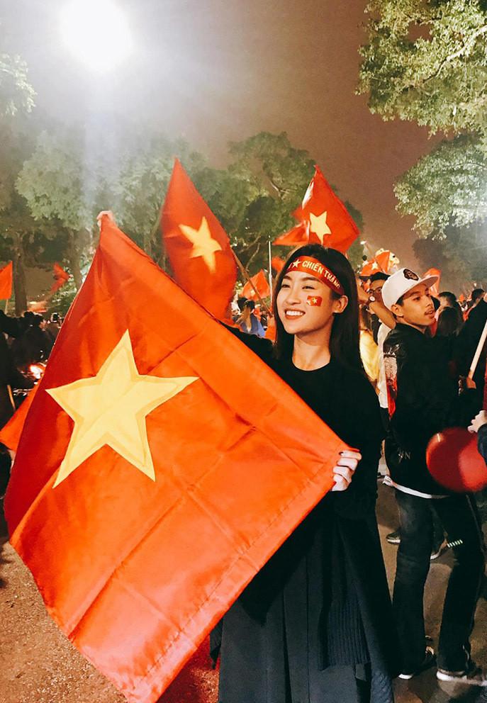 Sao Việt vỡ òa khi tuyển Việt Nam thắng Malaysia-6