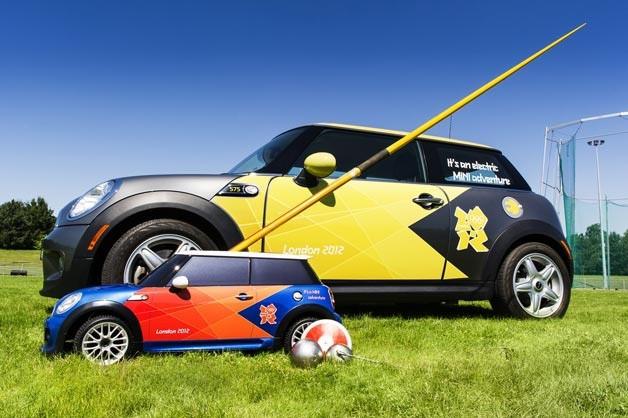 Vì sao Euro 2020 dùng xe mô hình chở bóng ra sân?-2