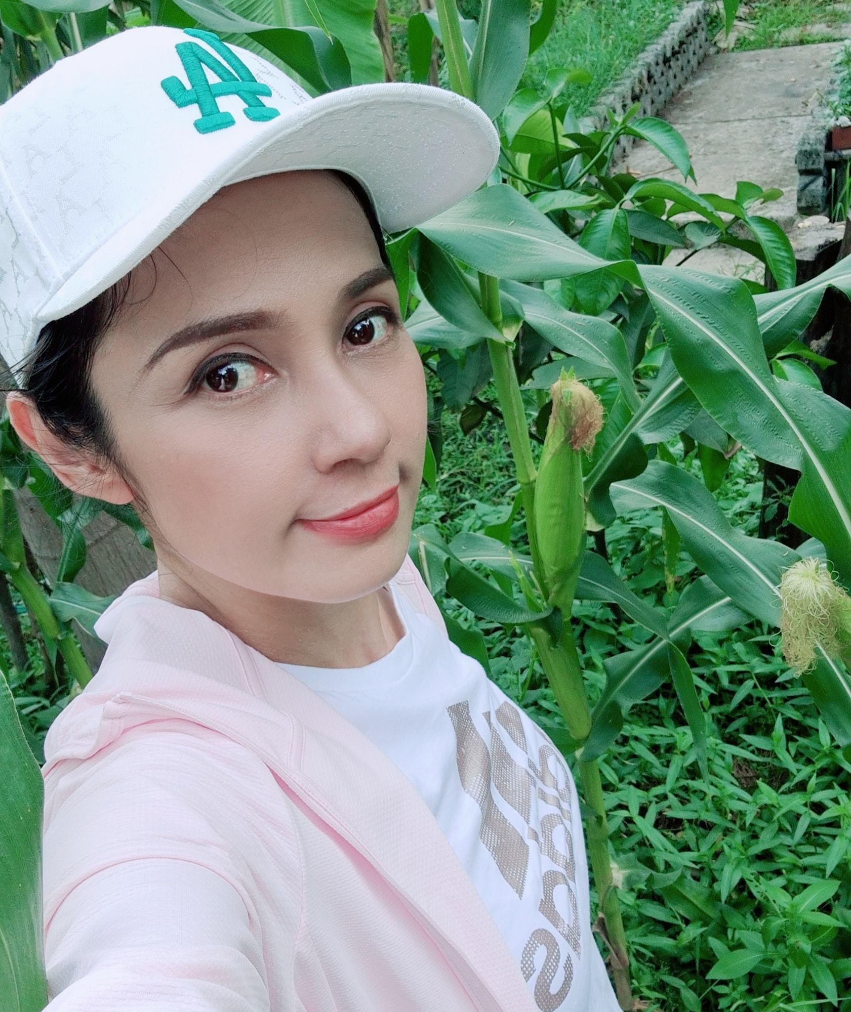 Đời thường trẻ trung tuổi 49 của diễn viên Việt Trinh-14