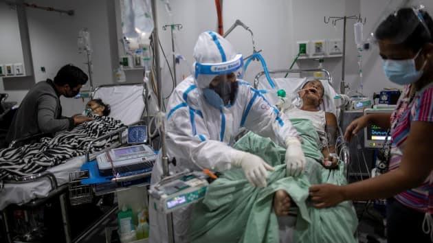 Bệnh nhân Covid-19 mang trong mình tới 100 tỷ hạt SARS-CoV-2-2