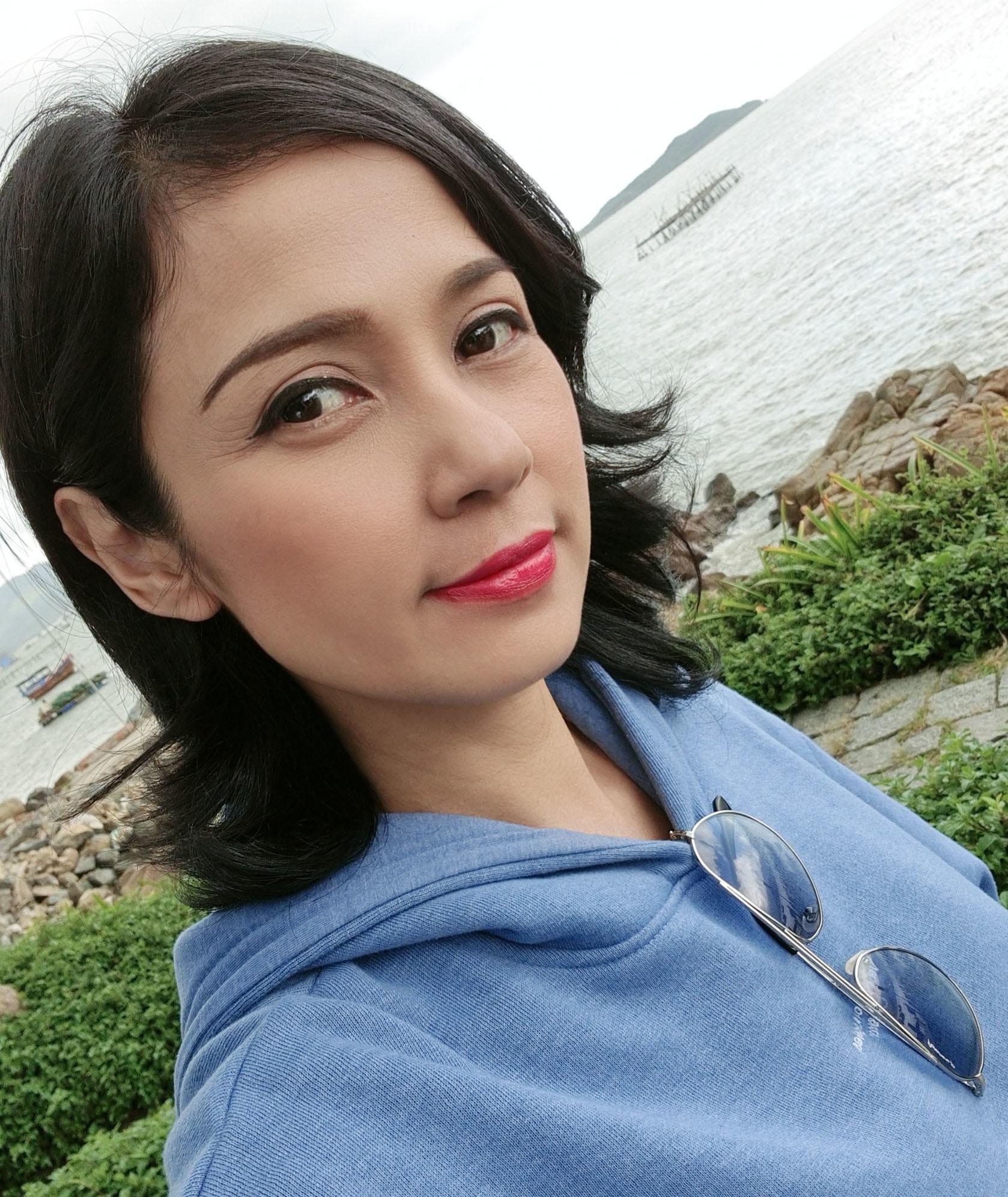 Đời thường trẻ trung tuổi 49 của diễn viên Việt Trinh-8