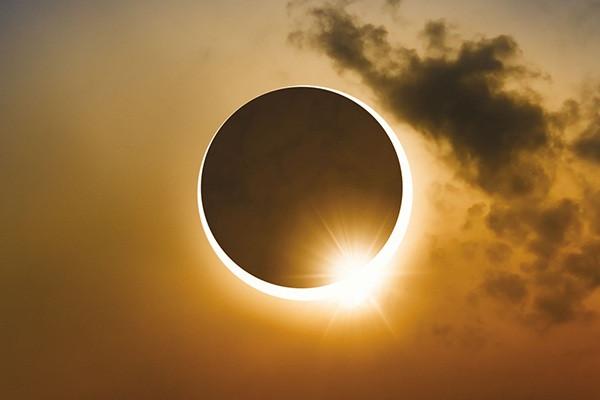 Vòng tròn lửa đầy ma mị xuất hiện trên bầu trời-1