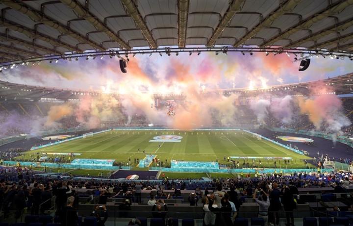 Ảnh: Lễ khai mạc EURO 2020 rực lửa và đầy màu sắc-12