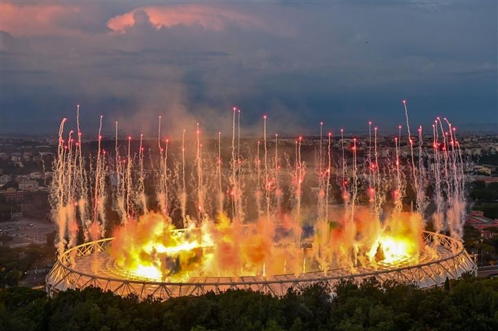 Ảnh: Lễ khai mạc EURO 2020 rực lửa và đầy màu sắc-3