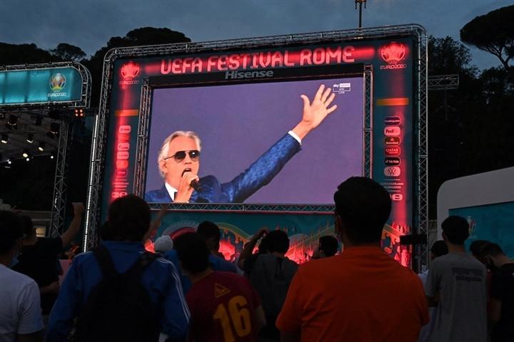 Ảnh: Lễ khai mạc EURO 2020 rực lửa và đầy màu sắc-10