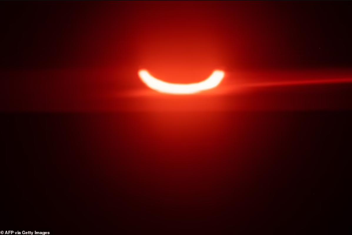 Vòng tròn lửa đầy ma mị xuất hiện trên bầu trời-7