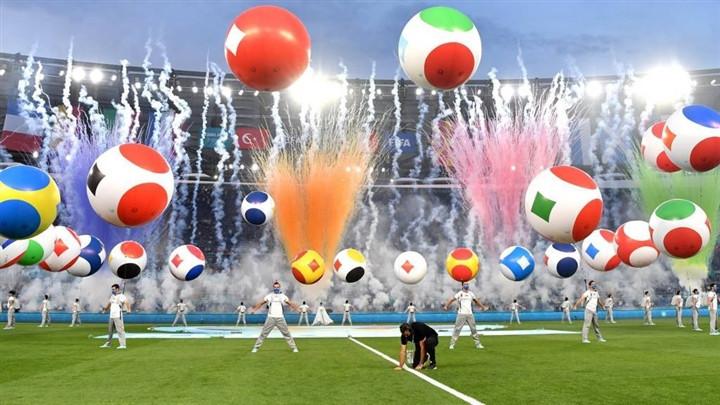 Ảnh: Lễ khai mạc EURO 2020 rực lửa và đầy màu sắc-7