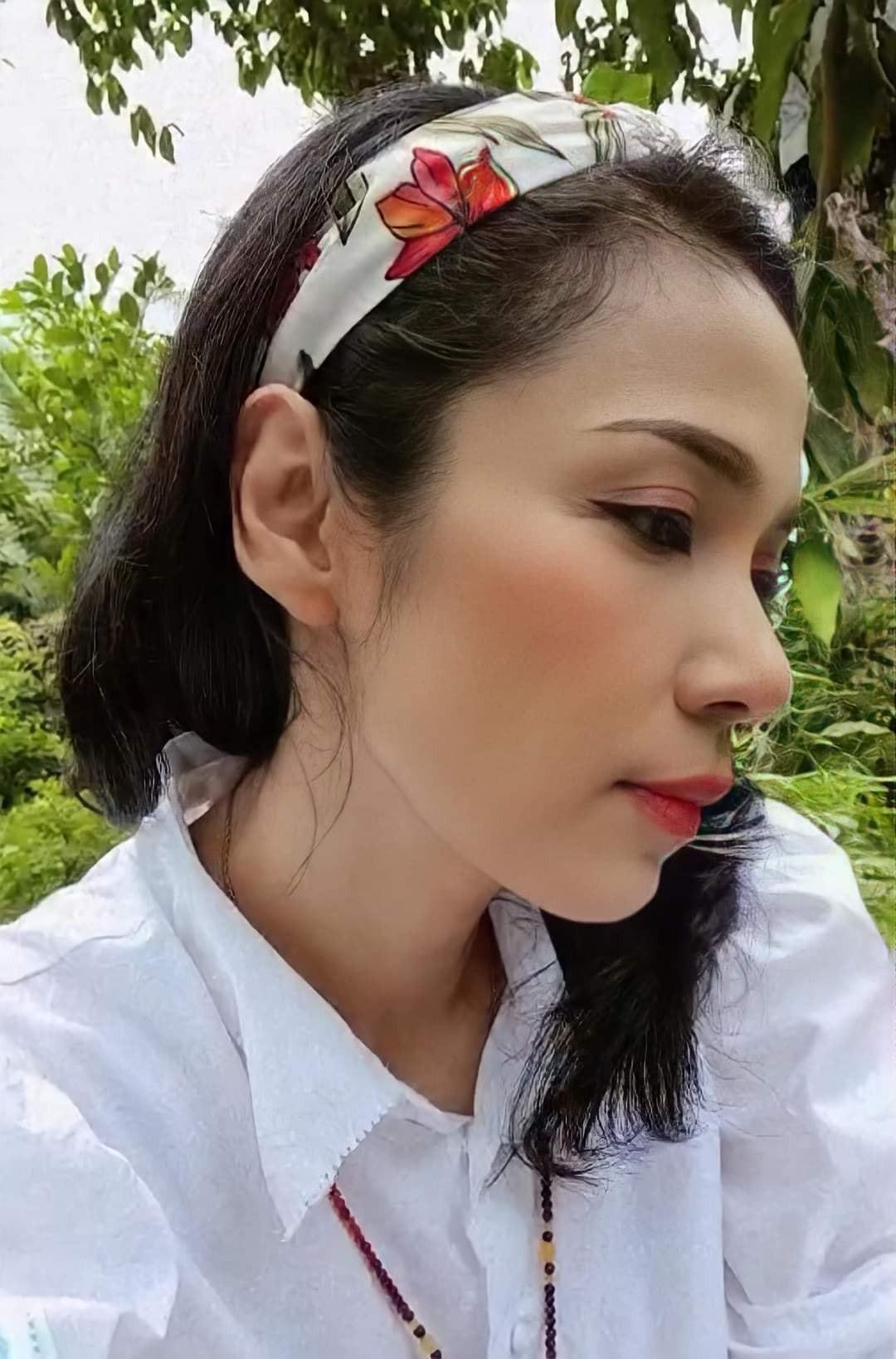 Đời thường trẻ trung tuổi 49 của diễn viên Việt Trinh-15