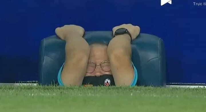 Dân mạng chế ảnh hài hước, tưng bừng ăn mừng chiến thắng trước Malaysia-9
