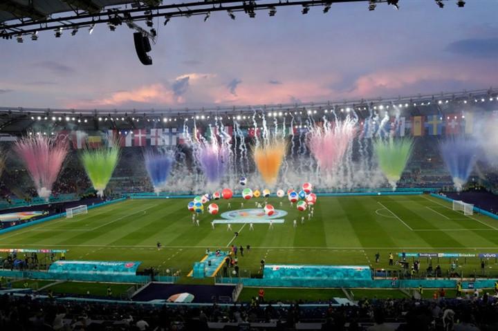 Ảnh: Lễ khai mạc EURO 2020 rực lửa và đầy màu sắc-2
