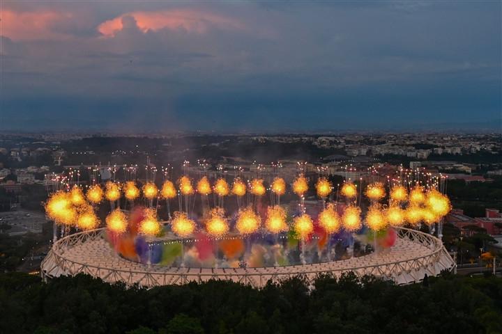 Ảnh: Lễ khai mạc EURO 2020 rực lửa và đầy màu sắc-4
