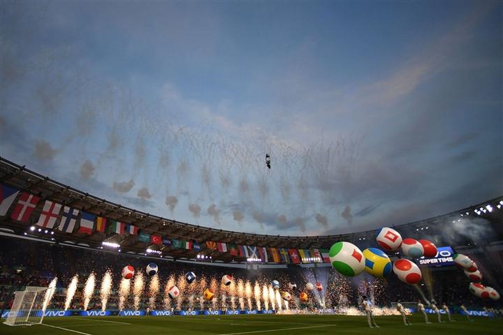 Ảnh: Lễ khai mạc EURO 2020 rực lửa và đầy màu sắc-5