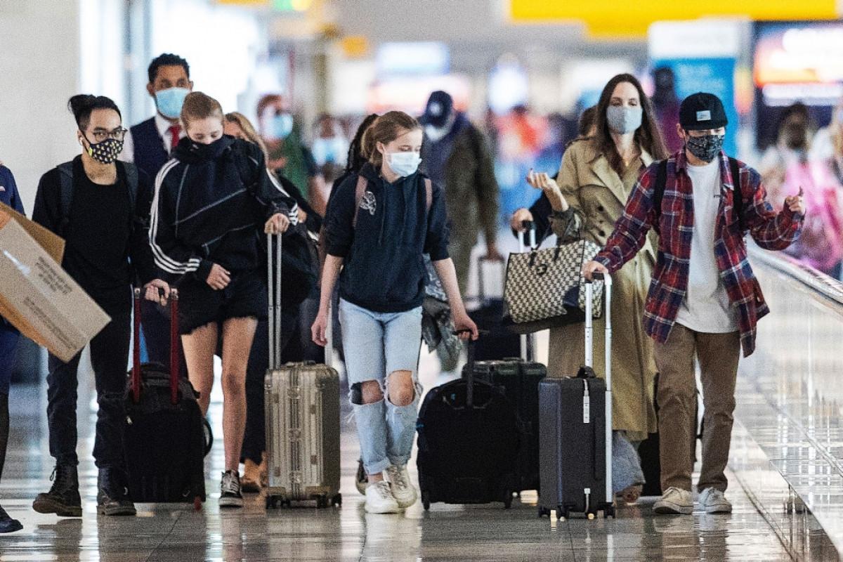 Angelina Jolie tái xuất gầy gò ở sân bay JFK-7