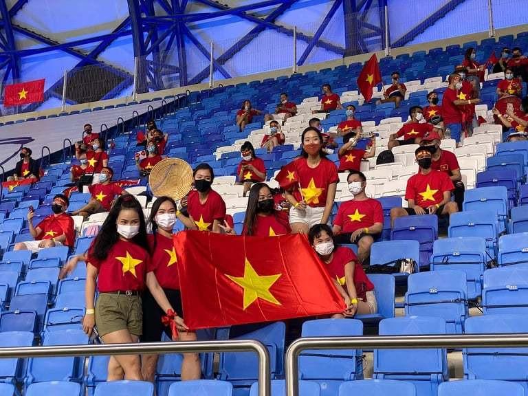 UAE chơi xấu, ôm hết vé của CĐV Việt Nam-2
