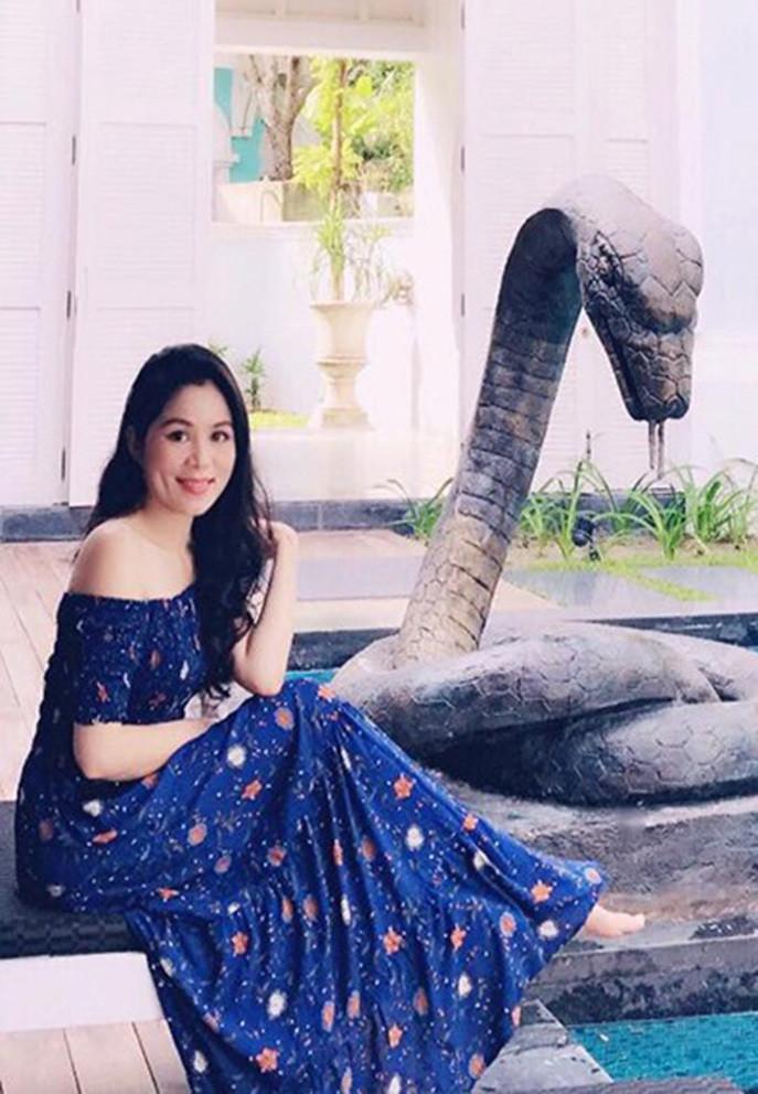 Bà xã doanh nhân U50 kín tiếng của MC Quyền Linh-7