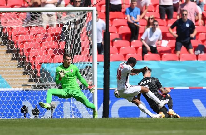 Anh 1-0 Croatia: Sterling hóa người hùng, Tam sư có trận ra quân thành công-2