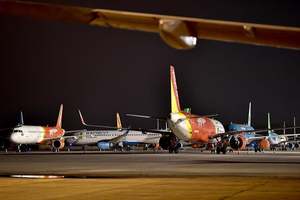 Khách giảm sốc, hàng loạt máy bay nằm đắp chiếu-1