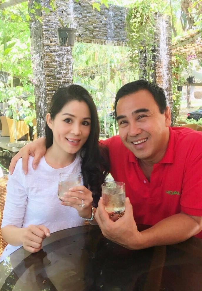 Bà xã doanh nhân U50 kín tiếng của MC Quyền Linh-4