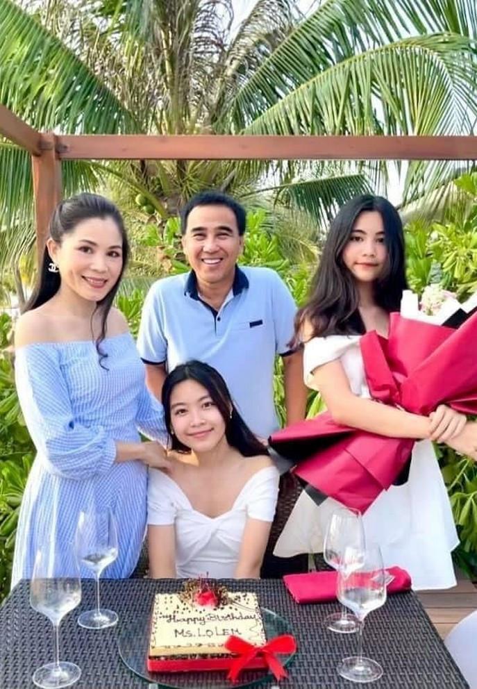 Bà xã doanh nhân U50 kín tiếng của MC Quyền Linh-17