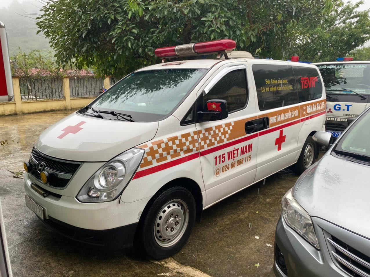Thu 300.000 đồng/người, xe cứu thương nhét 12 người ở Bắc Ninh về Sơn La-1