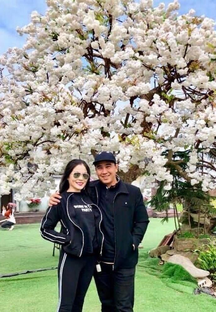 Bà xã doanh nhân U50 kín tiếng của MC Quyền Linh-18