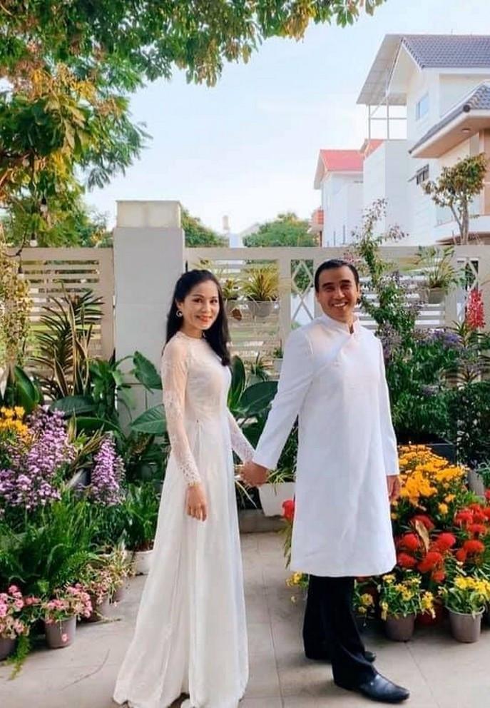 Bà xã doanh nhân U50 kín tiếng của MC Quyền Linh-23