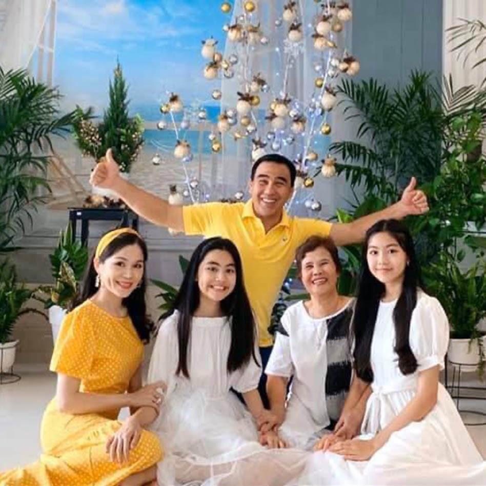 Bà xã doanh nhân U50 kín tiếng của MC Quyền Linh-15